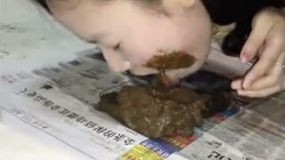 Chinese amateur scat girl having a poo then eating her own shit ...